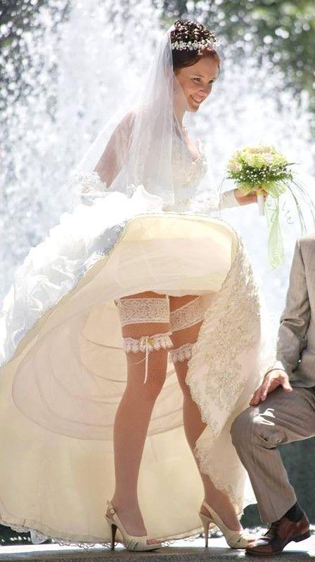 использовании имитатора подглядывание на свадьбе у невесты под юбкой видео врачу идти
